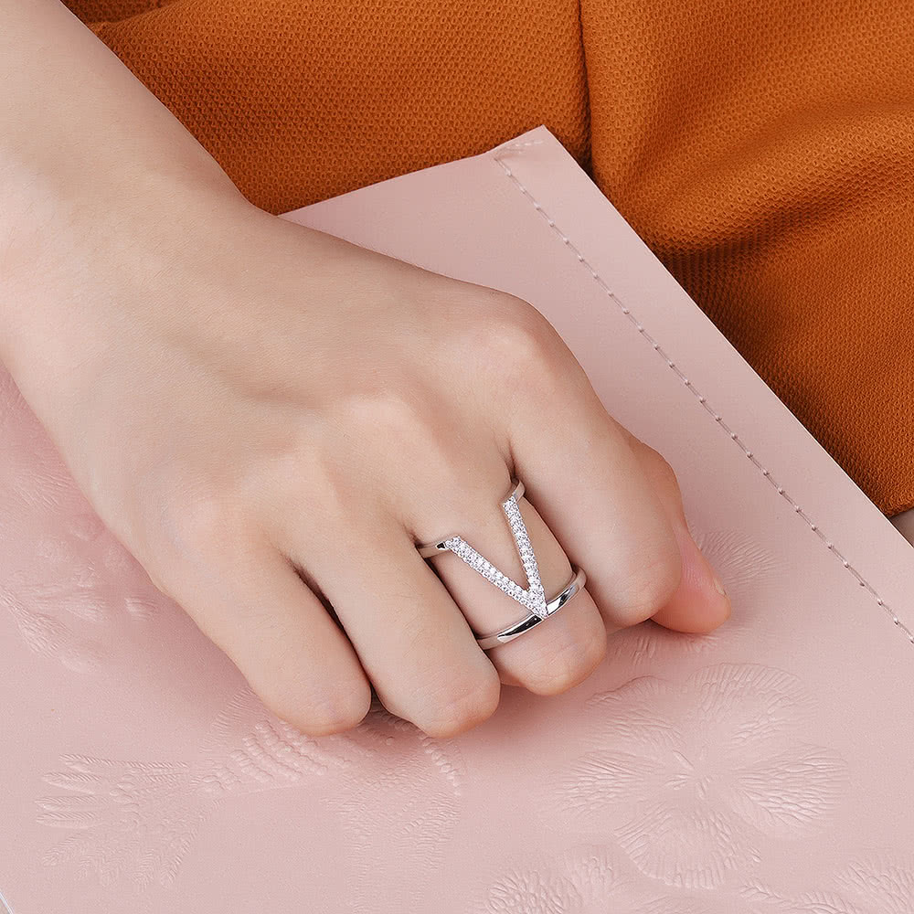 V shaped wedding ring 6964958 - 1cashing.info
