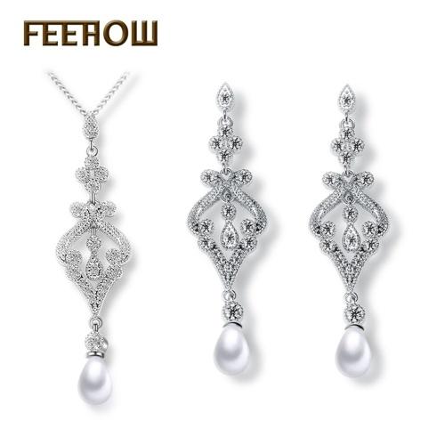 Set di due pezzi di orecchini con collana di cristallo di diamanti