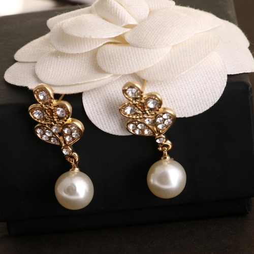 Fashionable Zinc Alloy Dazzling Rhinestone Crystal Simulated Pearl Pendant Necklace with 1 Pair of Earrings Charm Jewelry Set forApparel &amp; Jewelry<br>Fashionable Zinc Alloy Dazzling Rhinestone Crystal Simulated Pearl Pendant Necklace with 1 Pair of Earrings Charm Jewelry Set for<br>