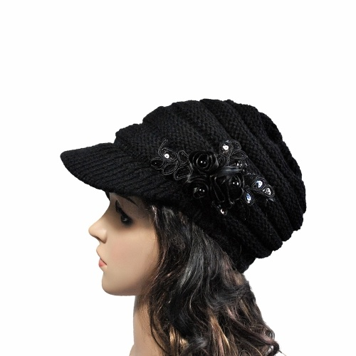 冬の女性のケーブルニットバイザー帽子