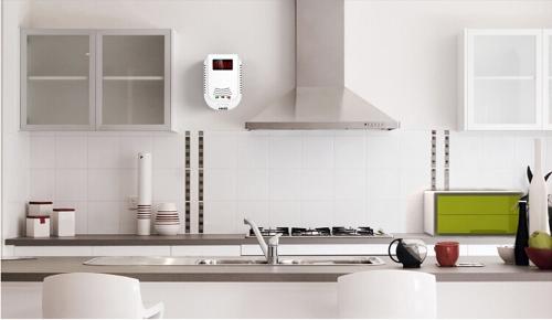 Plug-In Combustible Gas Detector Alarm Sensor with Voice Warning and 9-Volt Battery BackupSmart Device &amp; Safety<br>Plug-In Combustible Gas Detector Alarm Sensor with Voice Warning and 9-Volt Battery Backup<br>
