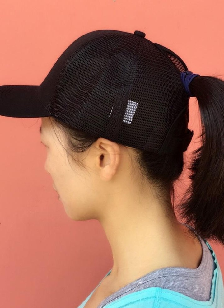 Gorra de béisbol de malla Ponytail transpirable Gorro ajustable de  camuflaje Golf Trucker Headwear 34b25293f3f