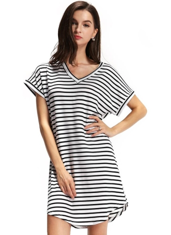 Nouvelle Mode féminine Stripe Robe col en V courte manches chauve-souris Curve Hem Casual Mini robe blanche