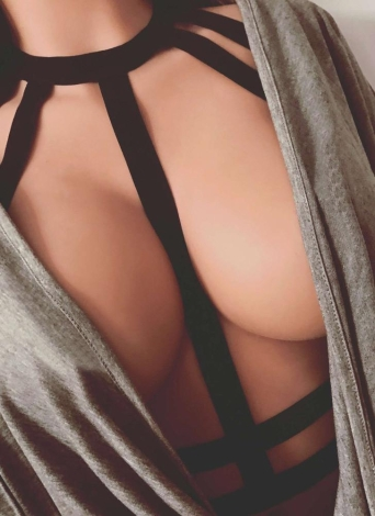 Sexy Dessous Bondage Halter Body Cage Elastische Strap Erotic Cupless BH