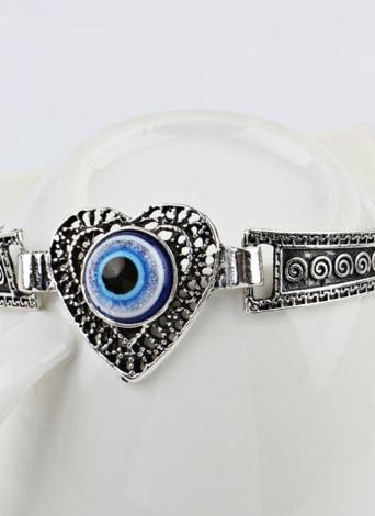 Moda personalizada en forma de corazón incrustado Blue Eye Pulsera Vintage Carving Pattern Metal Bangle Bohemia muñeca decoración regalo