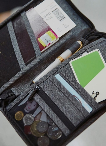 Travel Wallet Family Passport Tarjeta de crédito Organizador Zipper Case Pasaportes Holder Boletos Boarding Passes Cash Bag para hombres y mujeres gris