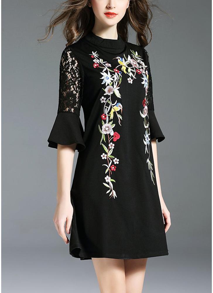 Vestido de cambray floral bordado frente del cordón medio mangas
