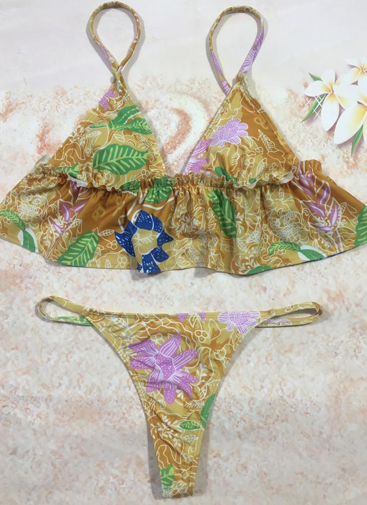Bikini in volant brasiliano con stampa floreale