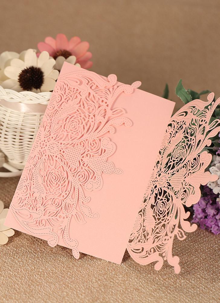 20pcs / set La carta di perla della carta stabilita dell'invito di cerimonia nuziale ha tagliato le rosa dentellare delle invito di modello floreale Hollow