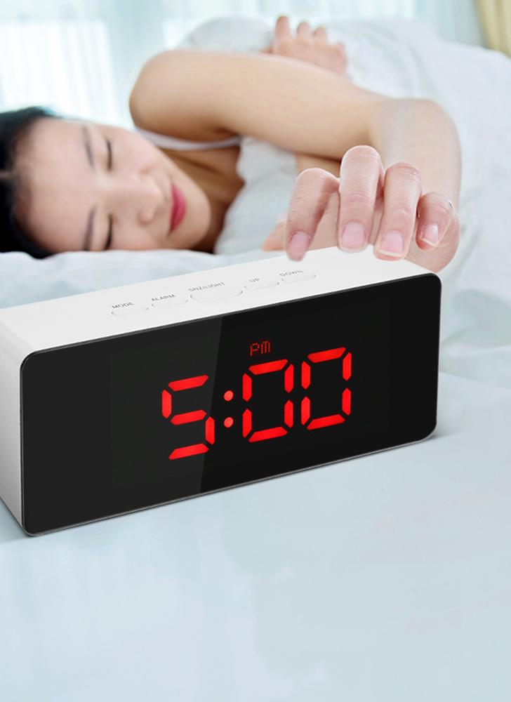 Horloge à miroir LED numérique 12H / 24H Alarme et fonction Snooze