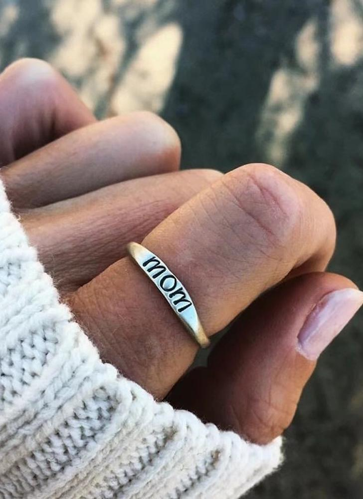 Simple and Fashion Rings with Lettering of MOM Love Present Gift for Mother's Day Ring Accessories of Women