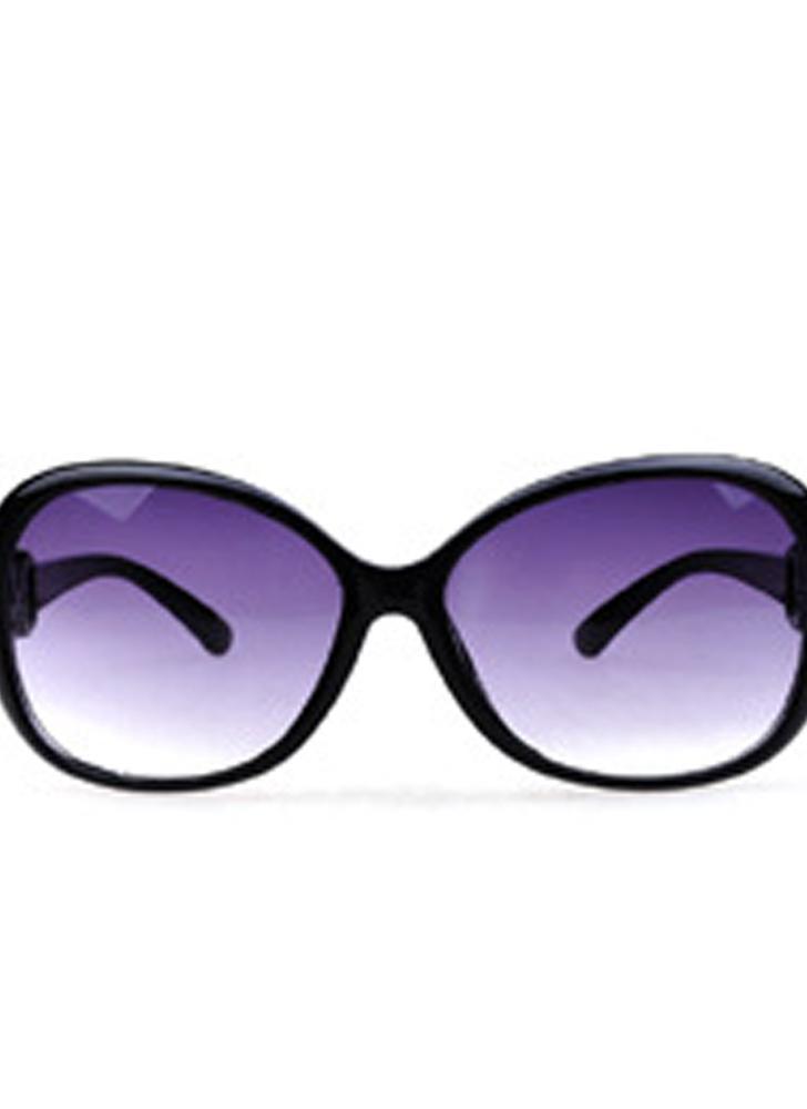 L'Europa con la montatura nera brillante e gli occhiali da sole alla moda delle nuove donne americane gli occhiali da sole sfumati di struttura della giada