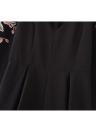 Nuevo atractivo de las mujeres del mono de flores bordado mamelucos cortos Gargantilla V-cuello de la colmena elegante Playsuit Negro / Blanco