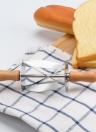 Coupeur de pâte de pain de croissant d'acier inoxydable avec la poignée en bois Croissant Maker Outil de pain Coupeur de roulement de triangle de la machine multifonctionnelle de cuisine de boulangerie