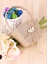 Cestino della ragazza del fiore della cravatta rustica dell'annata con le forniture di cerimonia nuziale della decorazione del cuore di legno
