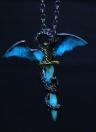 Noctilucent europeu Pterossauro Dourado Espada Pingente Moda Liga Colar Pescoço Decorações Acessórios