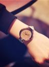 Trendy Watch for Women Quartz Gold Surface Fantasy Stars Cristais Assista