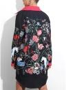 Осенние женщины в случайном цветочном платье с рубашкой для печати