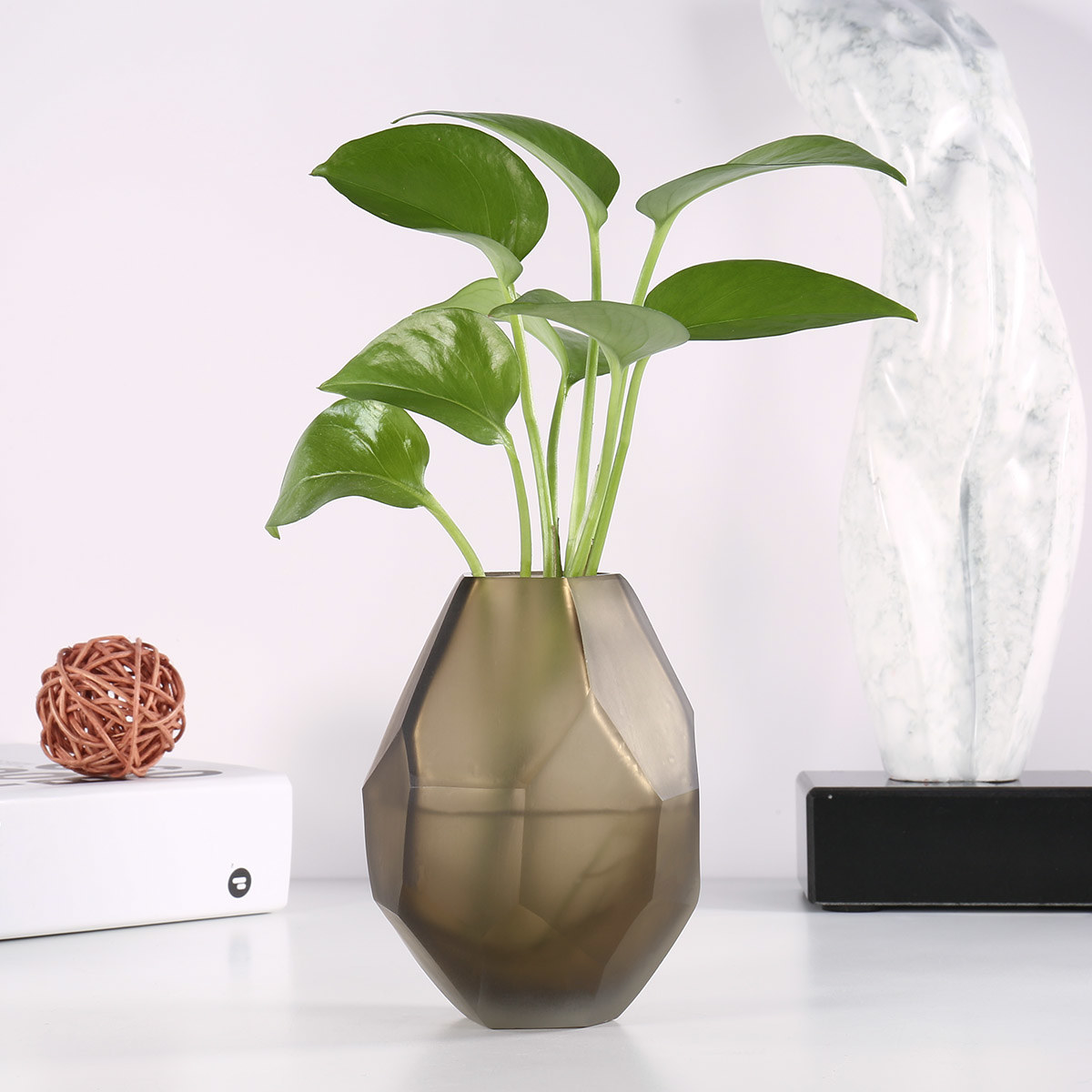 TooArts.com & Best and cheap chocolate Chocolate Glass Vase with Unique Shape Flower Vase Small and Elegant Vase Decorative Vase for Home Decor Office Place ...