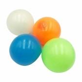 4pcs Stick Wall Balls Sticky Target Ball Bola de techo fluorescente Juguete de descompresión antiestrés