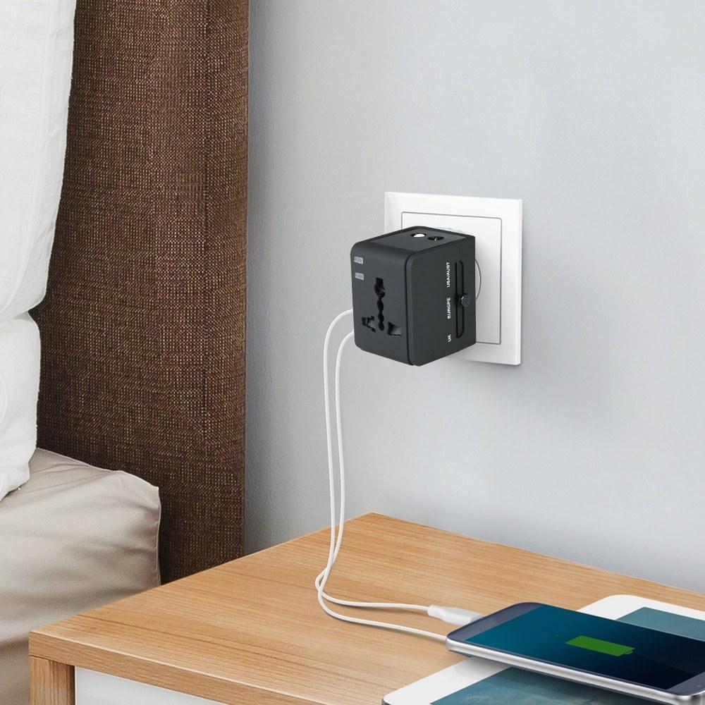 Chollazo Cargador USB y Adaptador de Viaje Universal por 6 euros (Oferta FLASH) 1 cargador viaje universal