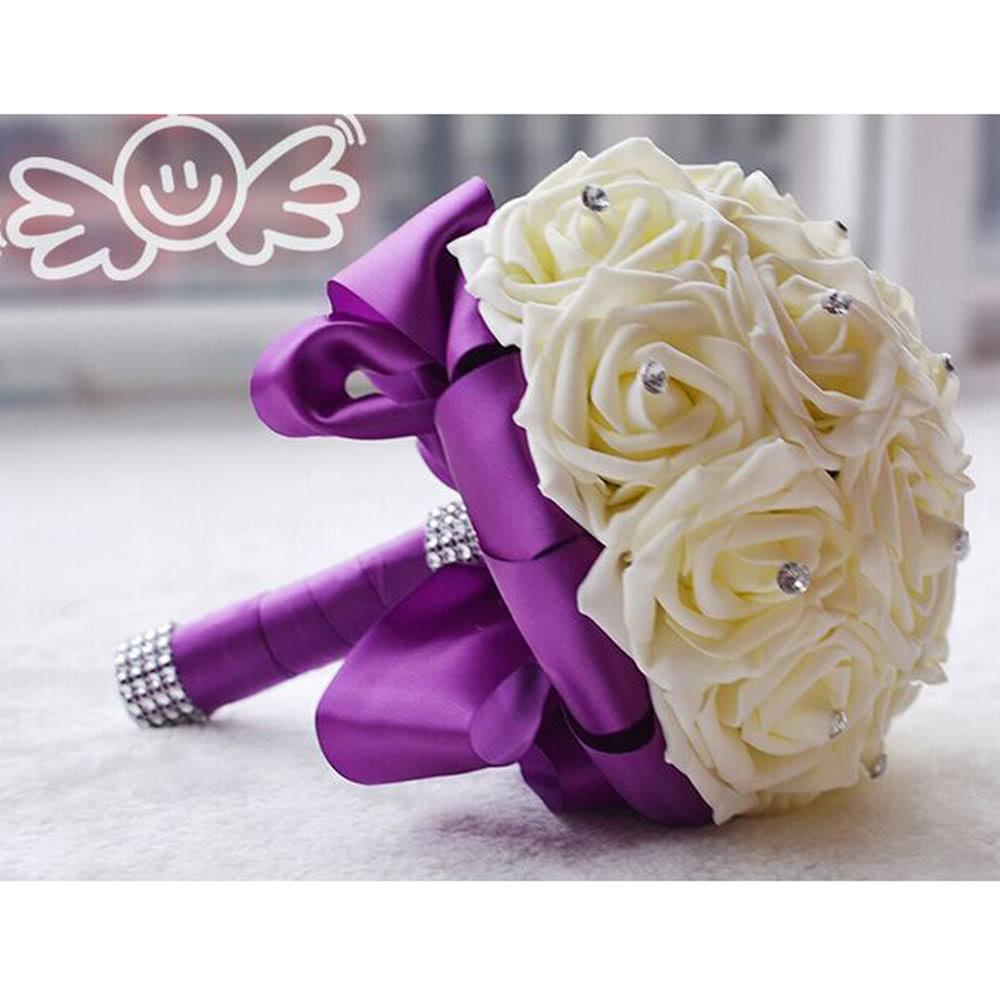 Букет невесты из роз с бусинками
