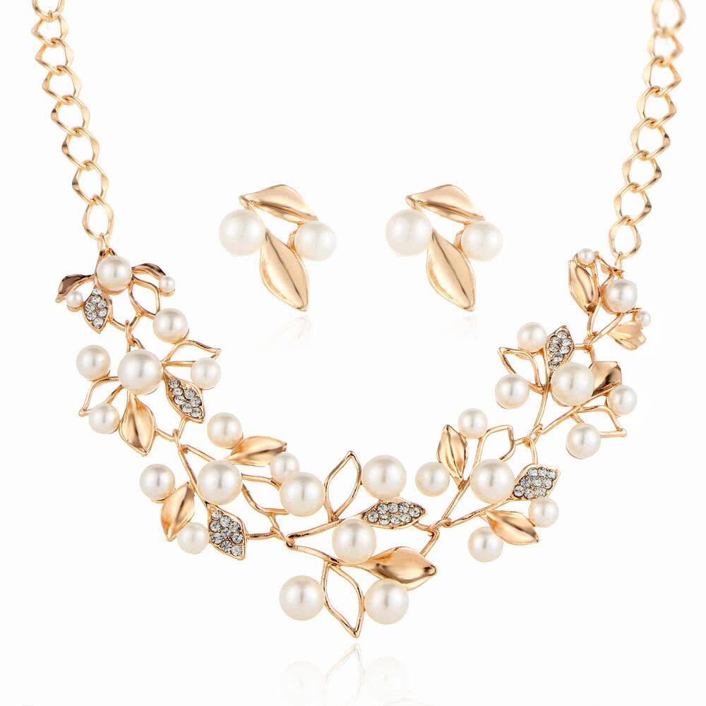 809f55b11944 ... caliente de la venta de joyería de alta clase nupcial de perlas de  cristal de trébol collar pendientes accesorios de estudio de accesorios para  la boda ...