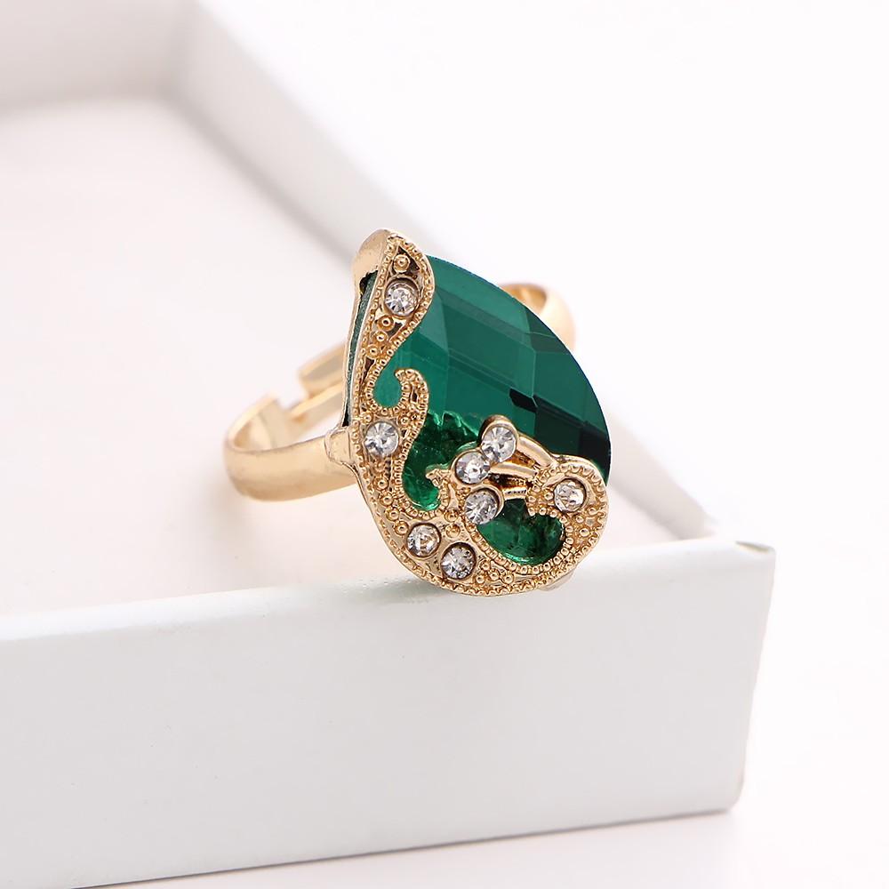 b6b3a093bc88 Chapado en oro de moda conjunto de joyas cristal gota colgante collar de  pavo real pendientes anillo de tres piezas para mujer