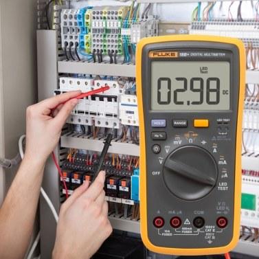 FLUKE F18B + 4000 Zählt tragbares Digitalmultimeter Voltmeter Amperemeter zur Messung des AC / DC-Spannungswiderstands Kapazitätsdiode Durchgang