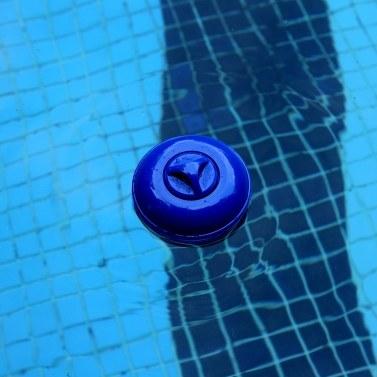 Schwimmende Tablette Schwimmender Pool Chlorspender mit großer Kapazität Chemischer Halter Chlortabletten Einstellbare Durchflussöffnungen für mehr Kontrolle