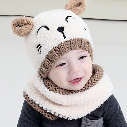 Bonnet et écharpe d'enfants adorables tricotés de bonnet