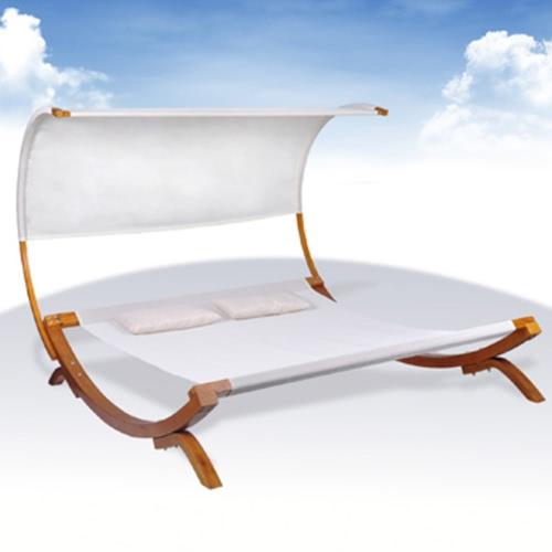 Lit double-pont avec des oreillers de lit avec Sun Cream