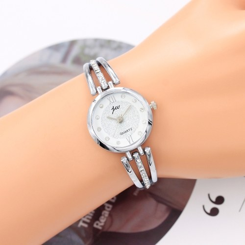 New Bracelet Bracelet Watch Alloy Ladies Watch Point Diamond English Table Factory Direct Spot Wholesale Silver
