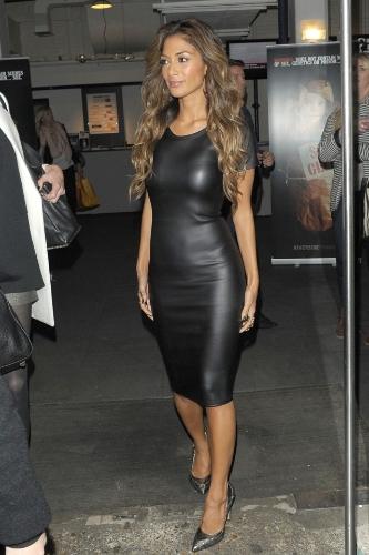 Sexy Kobiety PU Leather Look Sukienka Okrągły Krótki rękaw Neck BODYCON Midi Party Sukienka Czarna
