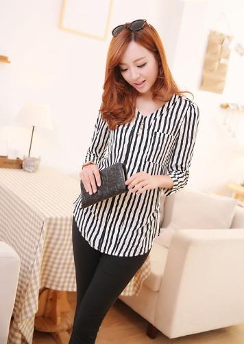 Nova moda mulheres camisa botões Epaulette v-Neck três quartos mangas breve blusa Slim preto e branco