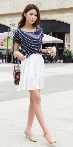Милые мода женщин мини-платье из шифона плиссированной танк платье двухсекционный полосатая футболка белая фото