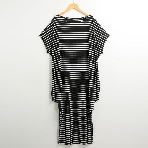 Nuevo mujeres sueltan el vestido largo de la manga del Batwing de rayas fuera de los hombros de Split asimétrico maxi más el tamaño de vestido ocasional Blanco / Negro