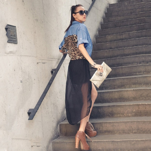 T-shirt in denim da donna con stampa leopardata con bottoni a bottone con bottoni e bottoni a pressione