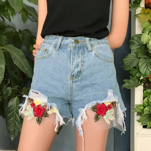 El nuevo dril de algodón de las mujeres de la manera pone en cortocircuito el bordado floral Rasgado rasgado los pantalones vaqueros cortos delgados de la alta cintura Azul claro