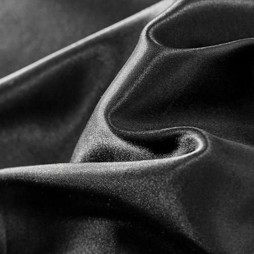 Conjunto de cobertor de ropa de cama bien hecho similar a la seda
