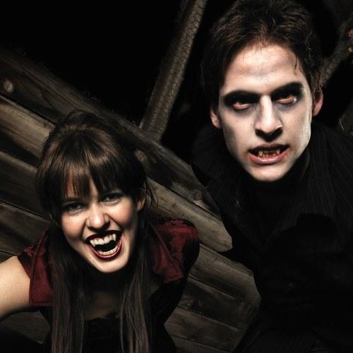 Un paio di denti finti di Halloween vampiro zombi