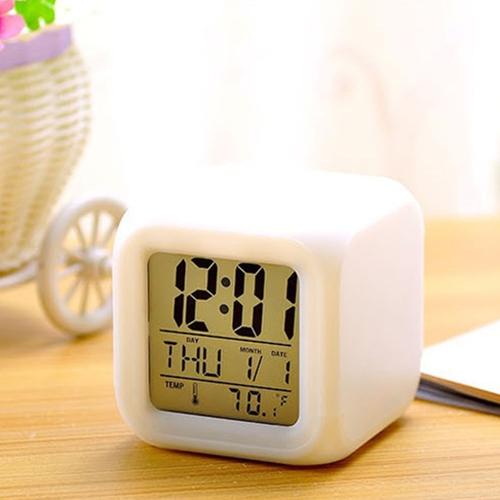 Wielofunkcyjny 7 zmieniających się kolorów LED Cyfrowy budzik Cube Świecące w ciemności Czas wyświetlania Tydzień Temperatura