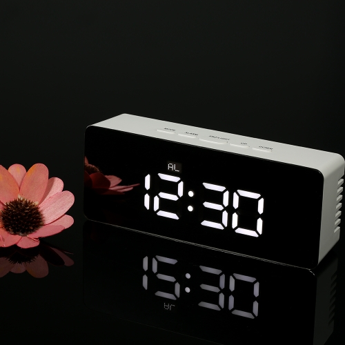 Digitale LED-Spiegeluhr 12H / 24H Alarm- und Snooze-Funktion ° C / ° F Indoor-Thermometer Einstellbare LED-Luminanz