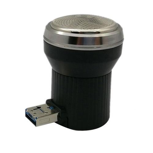 Männer verwenden tragbare USB-Stromversorgung elektrische Bartschneider