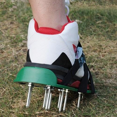 Sapatos de arejador de gramado 3 cintas ajustáveis Sandálias de cravar resistentes sapatos com fivelas de metal