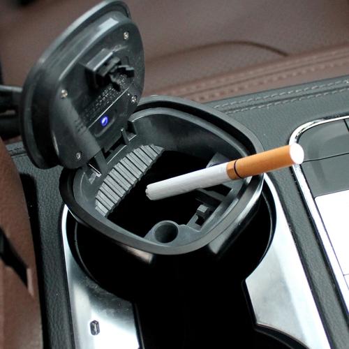 تعمل بالطاقة الشمسية الإضاءة للانفصال سيارة منفضة سجائر دخان