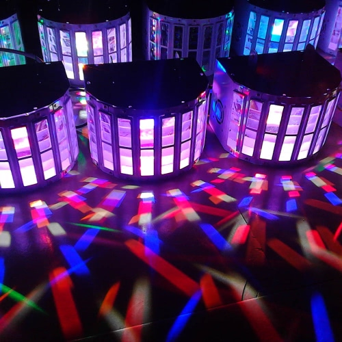 RGBW LED de 6 canales de voz para el control automático de control del proyector del LED Luces de la etapa