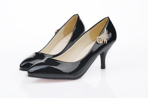 Moda mujeres PU talones Color caramelo bajo corte Vamp señaló delgado zapatos negro