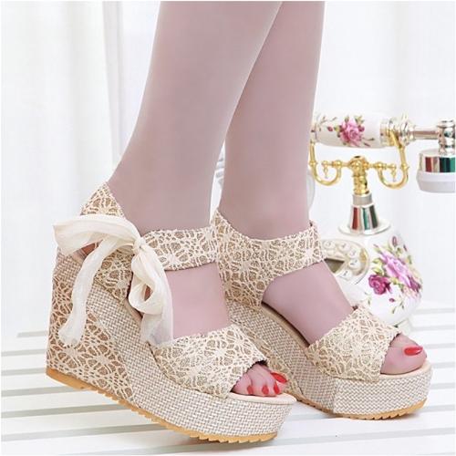 Nueva moda de verano encaje alta cuñas Peep Toe plataforma Slingback único zapatos sandalias Beige