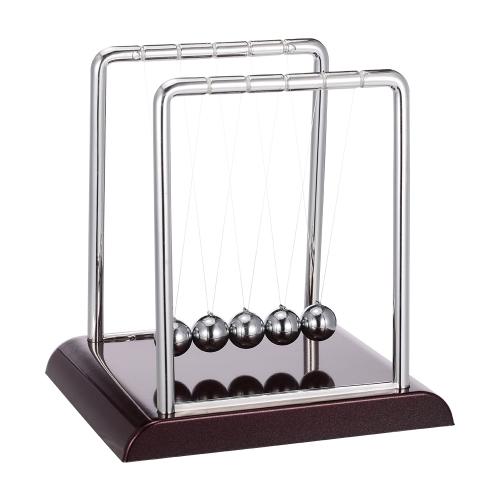 古典的なニュートンのクレイドルバランスボール赤い木製のベースと科学のおもしろい机のおもちゃ